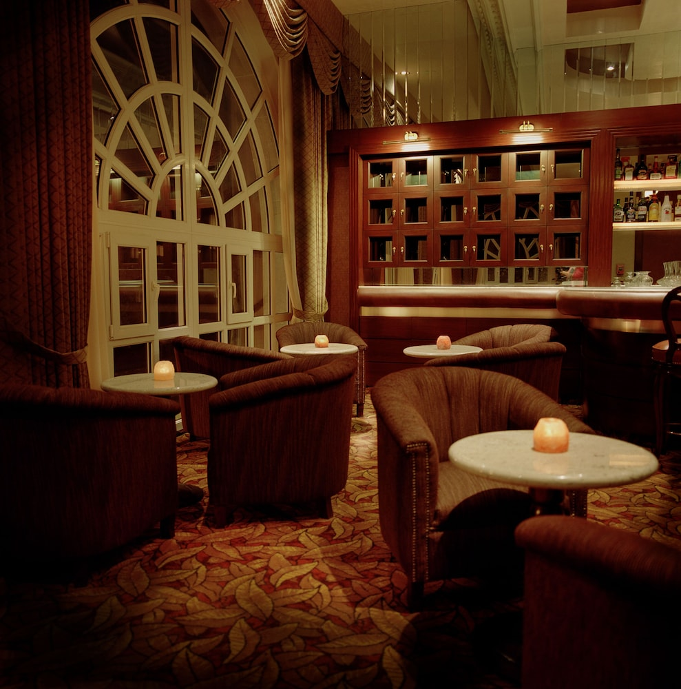 Bar, The Green Park Hotel