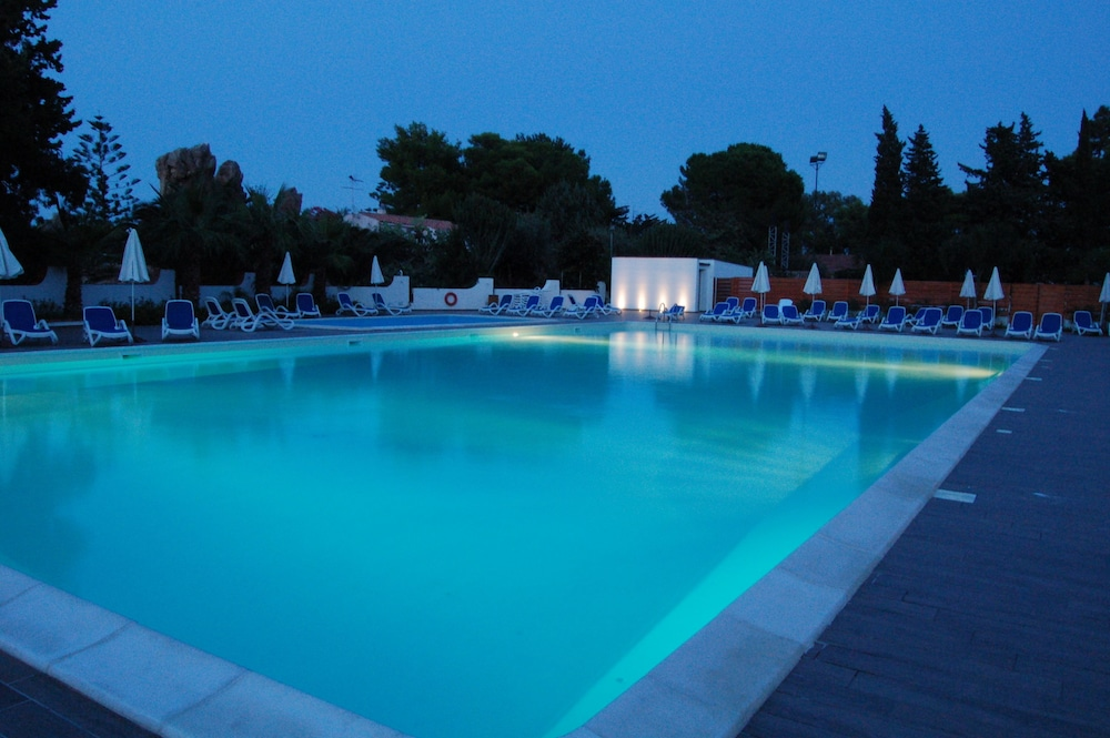 Outdoor Pool, Hotel Kalura