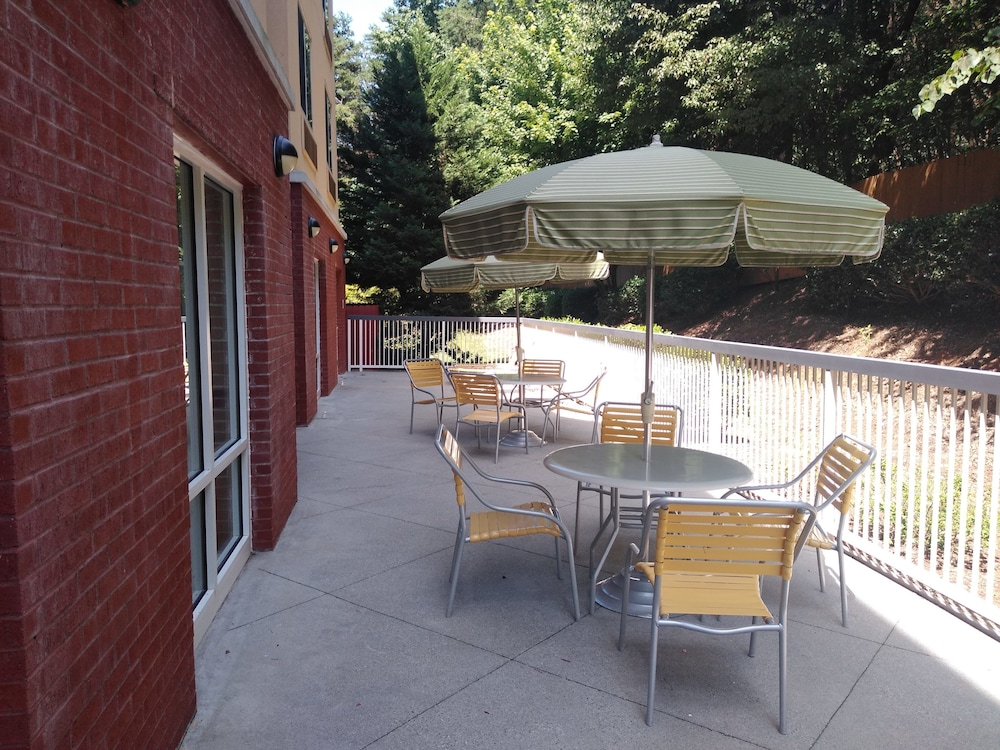 Terrace/Patio, Fairfield Inn & Suites by Marriott Greensboro Wendover