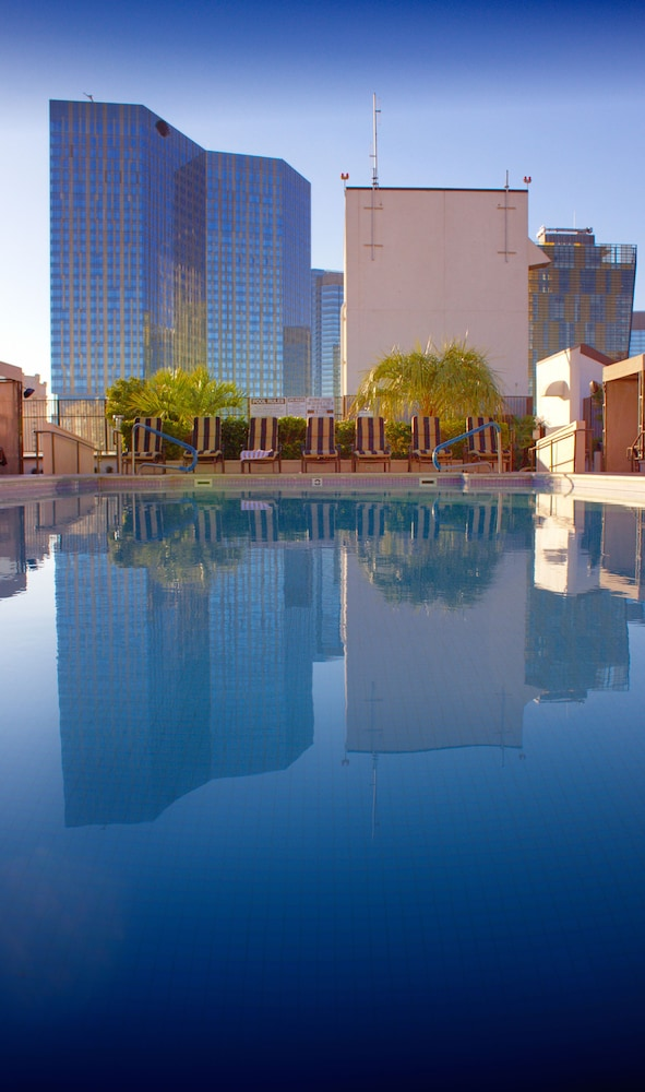 Outdoor Pool, Polo Towers by Diamond Resorts