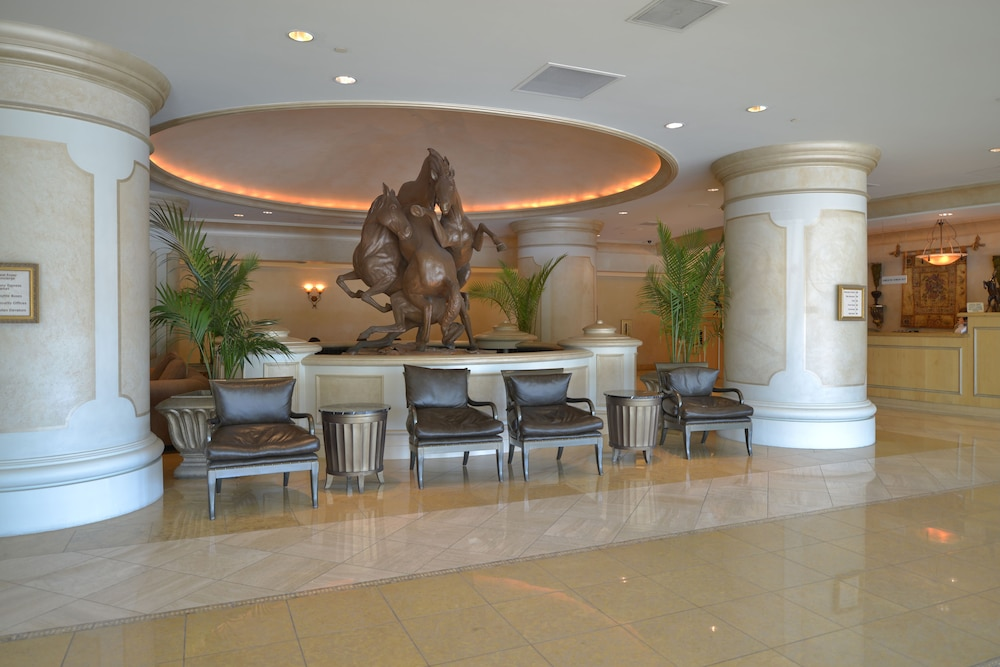 Lobby Sitting Area, Polo Towers by Diamond Resorts