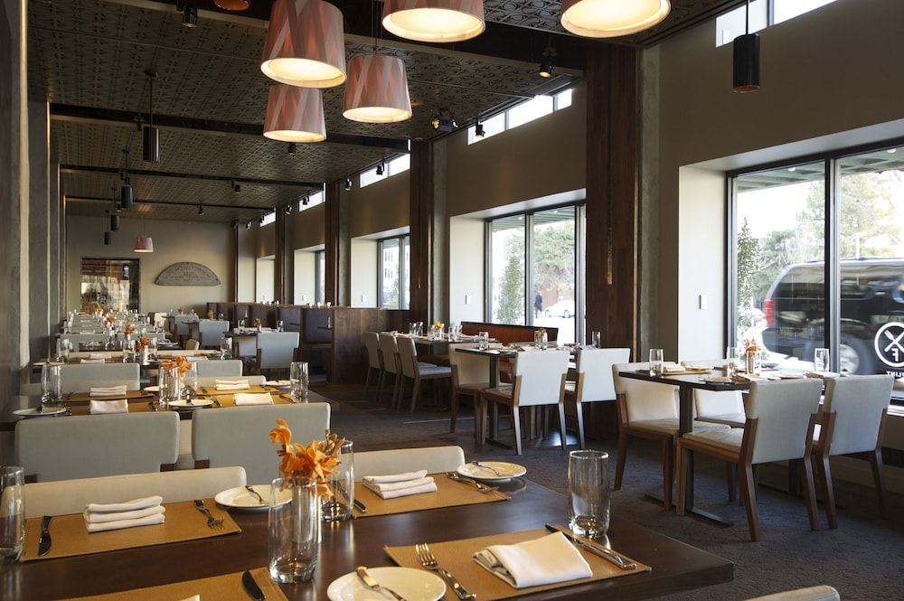 Dining, Colcord Hotel
