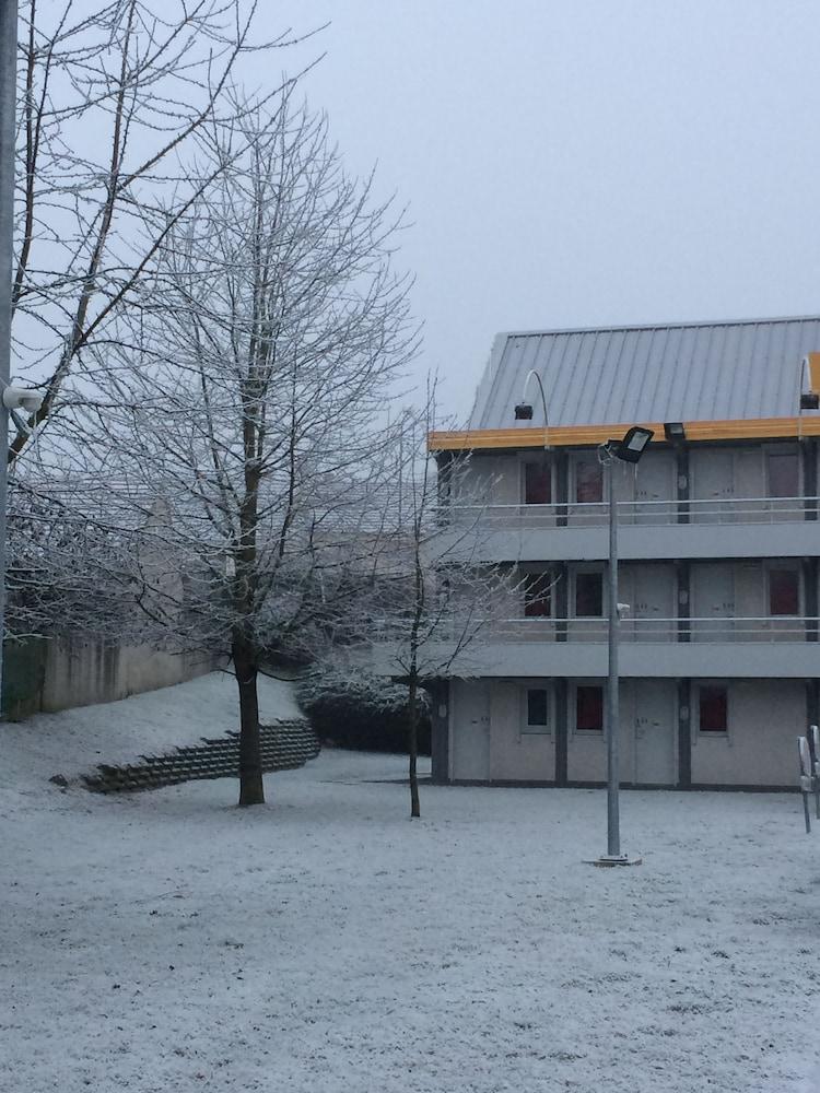 Premi u00e8re Classe La Ville Du Bois (La Ville du Bois, FRA) Exp # Hotel Premiere Classe La Ville Du Bois
