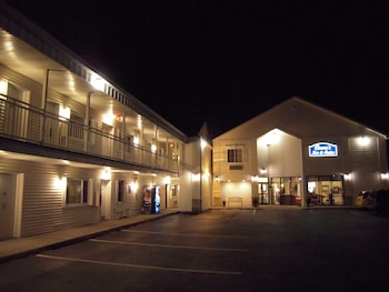 Cocca's Inn & Suites Wolf Rd, Albany Airport