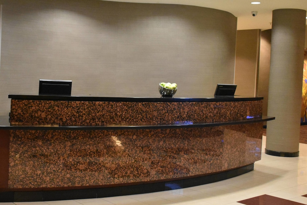 Lobby, Courtyard by Marriott Republic Aprt Long Island/Farmingdale