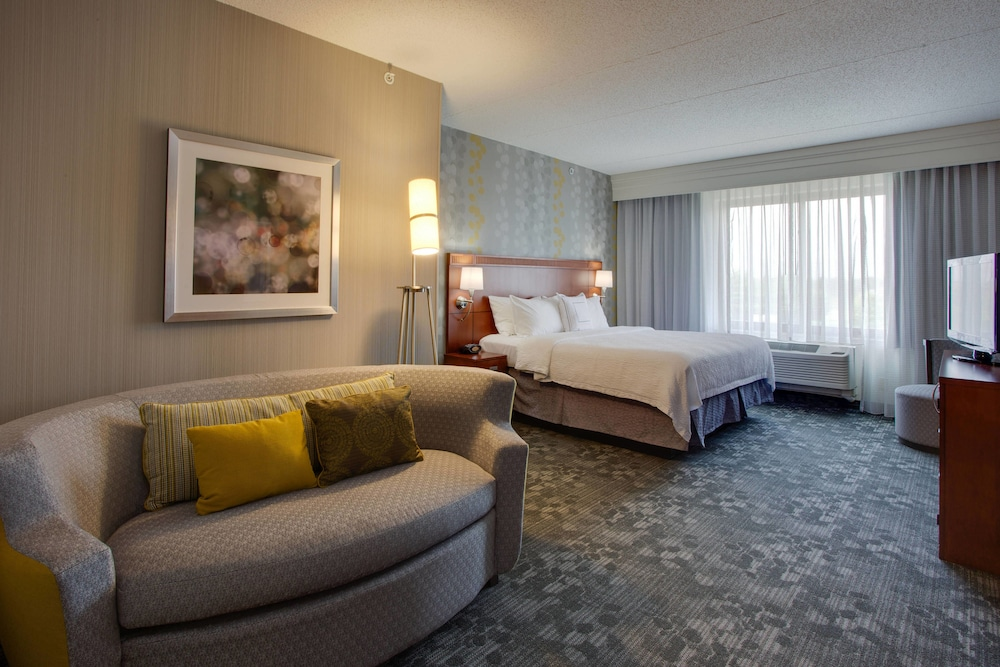 Room, Courtyard by Marriott Republic Aprt Long Island/Farmingdale