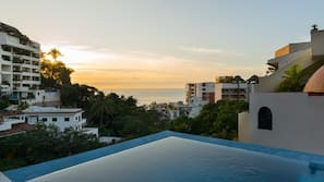 3 outdoor pools, free cabanas