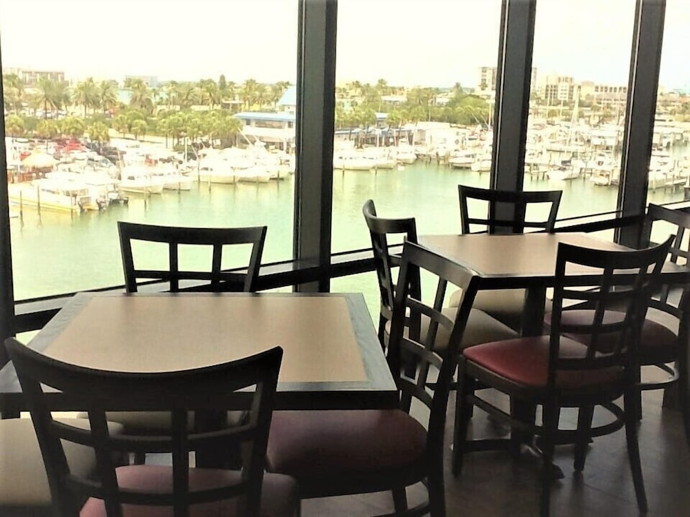 Dining, Pier House 60 Clearwater Beach Marina Hotel