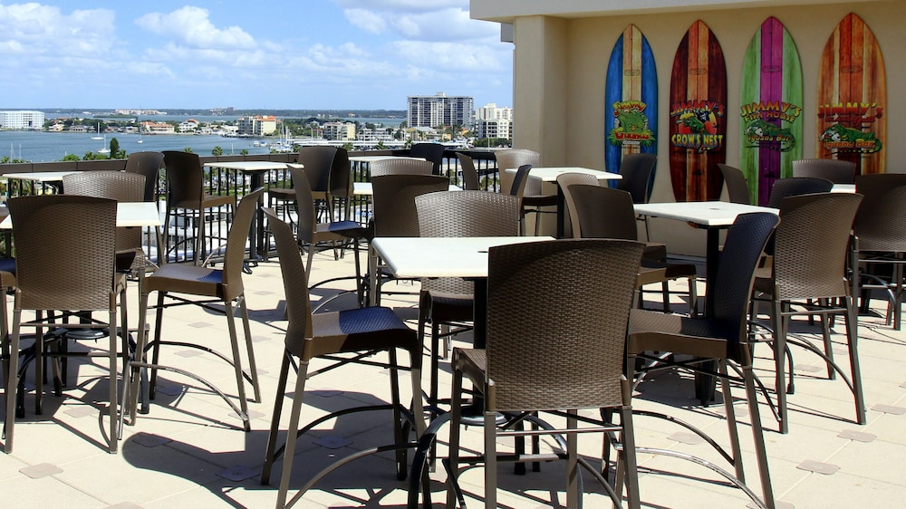 Outdoor Dining, Pier House 60 Clearwater Beach Marina Hotel
