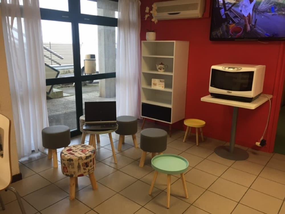 premiere classe boulogne saint martin les boulogne pas. Black Bedroom Furniture Sets. Home Design Ideas