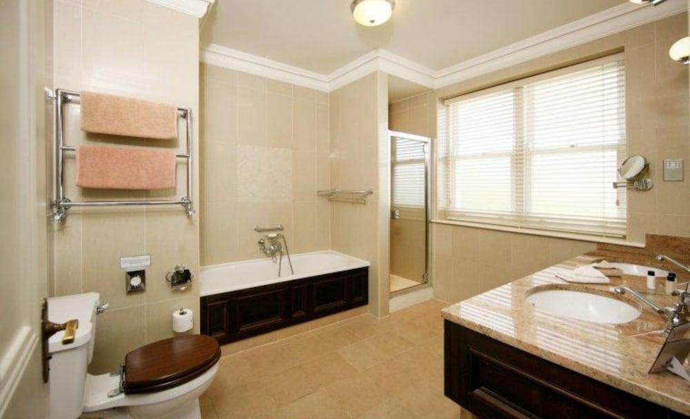 Bathroom, Mount Falcon Estate