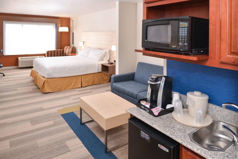 Room, Holiday Inn Express Hotel & Suites San Diego Otay Mesa, an IHG Hotel