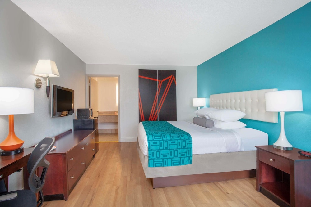 Room, Howard Johnson by Wyndham Airport Florida Mall