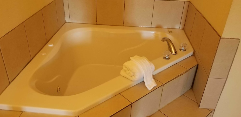 Jetted Tub, Home Inn & Suites