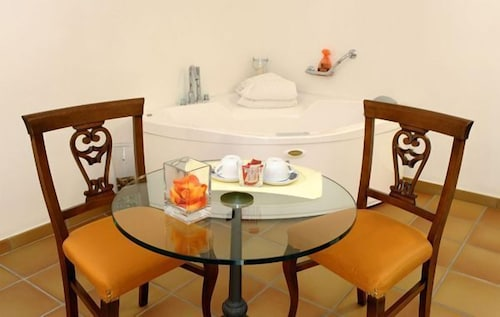 In-Room Dining, Hotel Floridiana