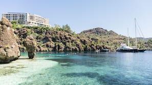 Private beach nearby, free beach cabanas, sun-loungers, beach umbrellas