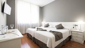 Escritorio, cunas o camas infantiles gratuitas, camas supletorias