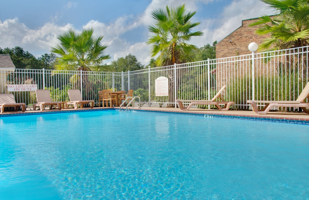 Pool, Holiday Inn Express Leesville, an IHG Hotel