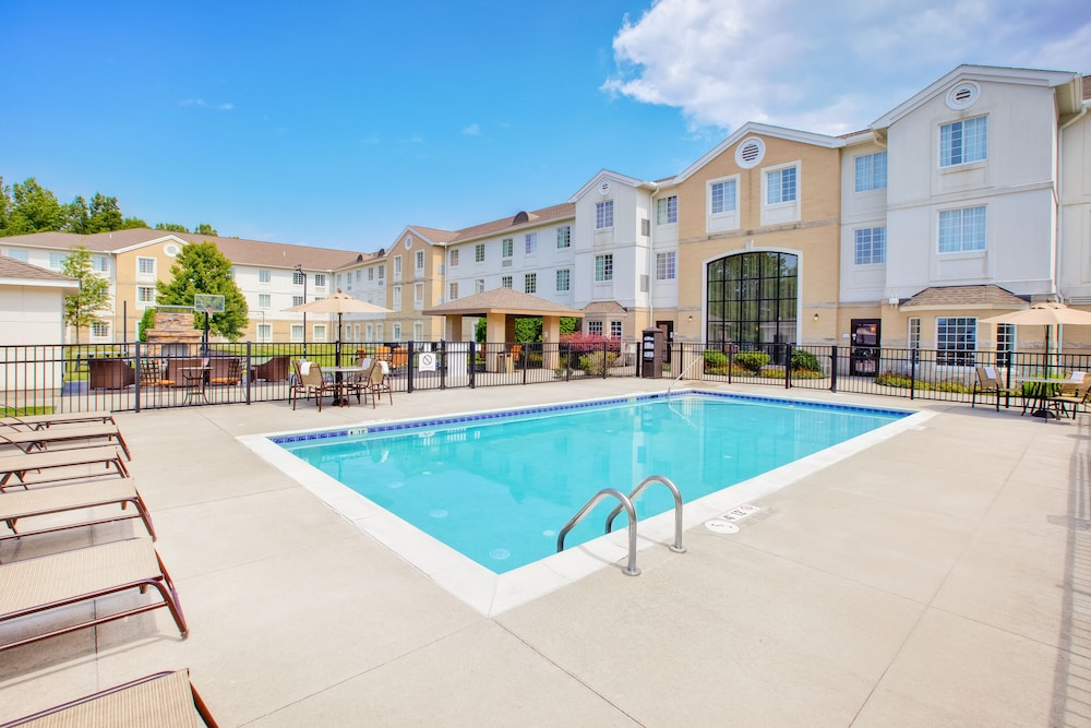 Outdoor Pool, Staybridge Suites Cleveland Mayfield Heights Beachwood