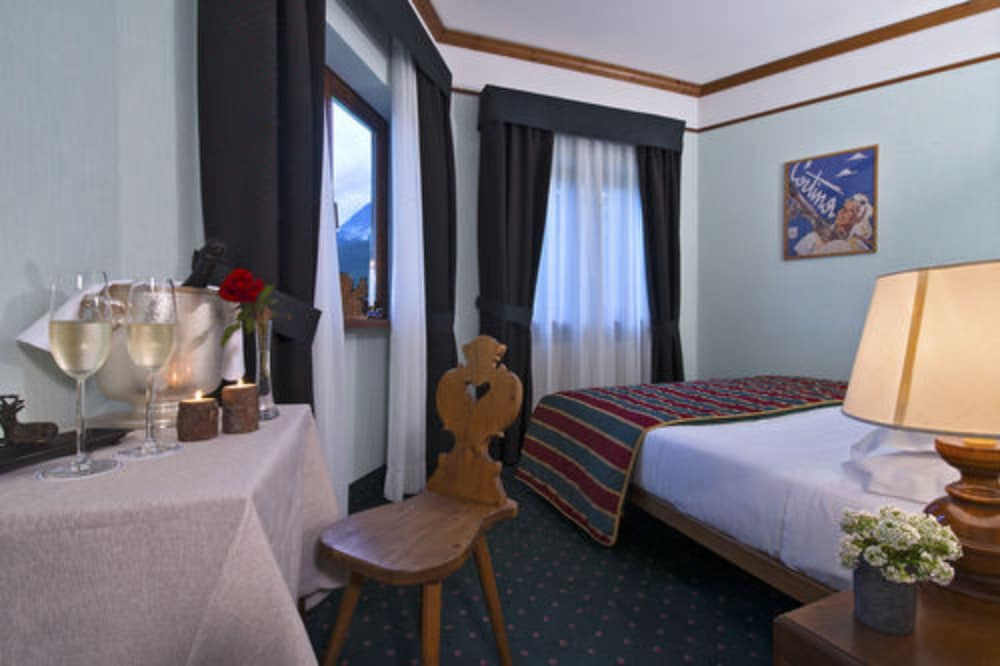 Boutique hotel villa blu cortina deals reviews cortina d 39 ampezzo ita wotif - Cortina boutique ...