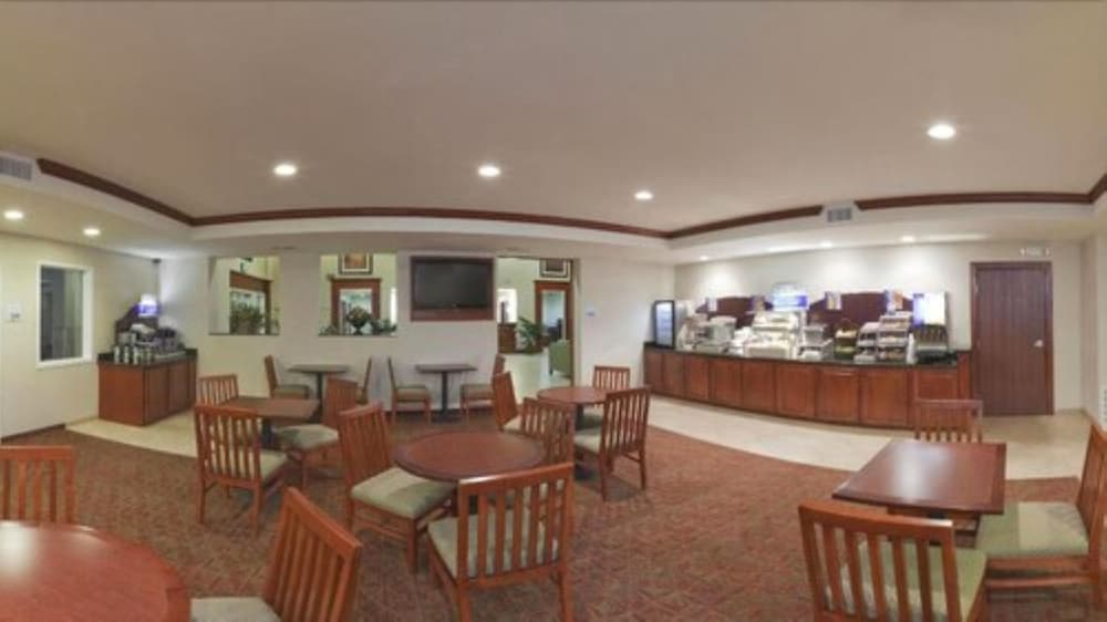 Breakfast Area, Holiday Inn Express Hotel & Suites San Dimas, an IHG Hotel