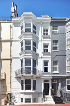 4 New Steine, Brighton, BN2 1PB, England.
