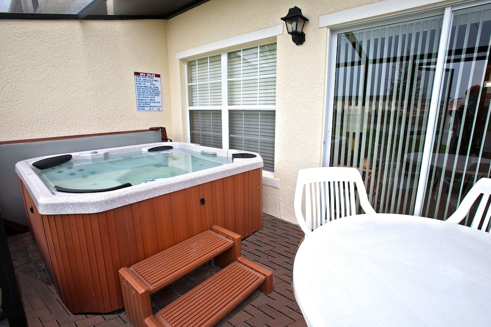 Spa : Outdoor Spa Tub 24 of 45