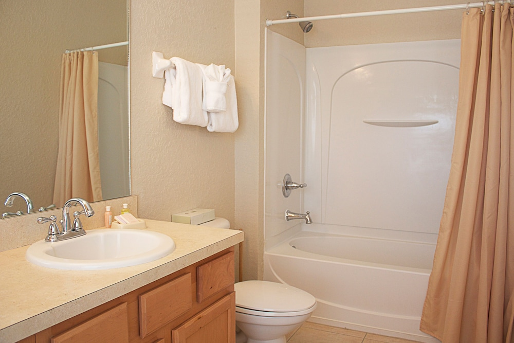 Bathroom, Coral Cay Resort by Sky Hotels & Resorts