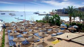 Playa privada cerca, tumbonas, sombrillas y buceo con tubo