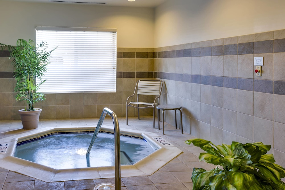 Indoor Spa Tub, Fairfield Inn & Suites by Marriott South Hill