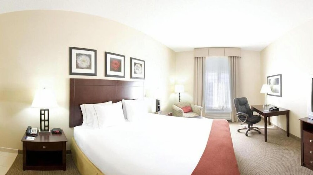 Room, Holiday Inn Express & Suites Dickson, an IHG Hotel