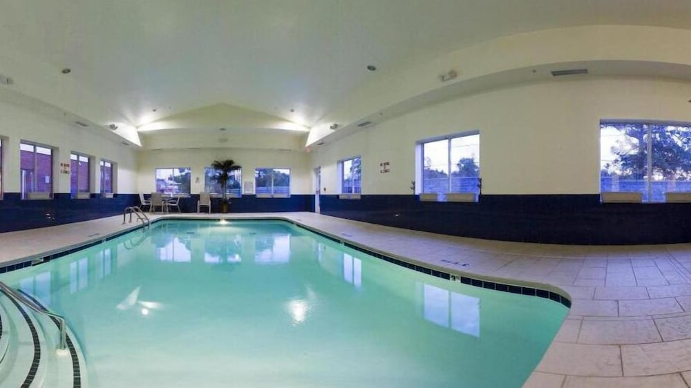 Indoor Pool, Holiday Inn Express & Suites Dickson, an IHG Hotel