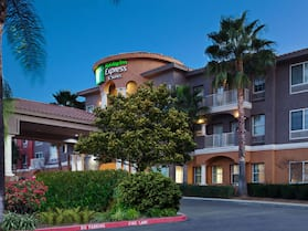 Holiday Inn Express Hotel & Suites Corona, an IHG Hotel