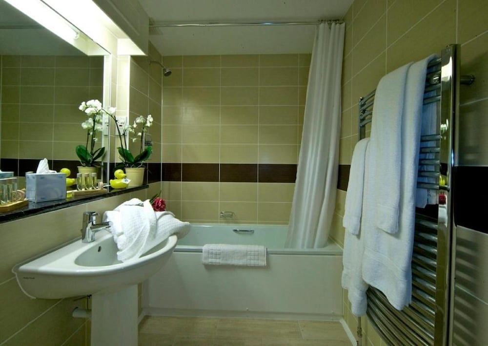 Bathroom, The Brookfield Hotel