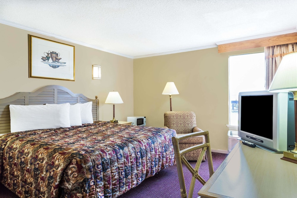 Room, Days Inn by Wyndham Slidell