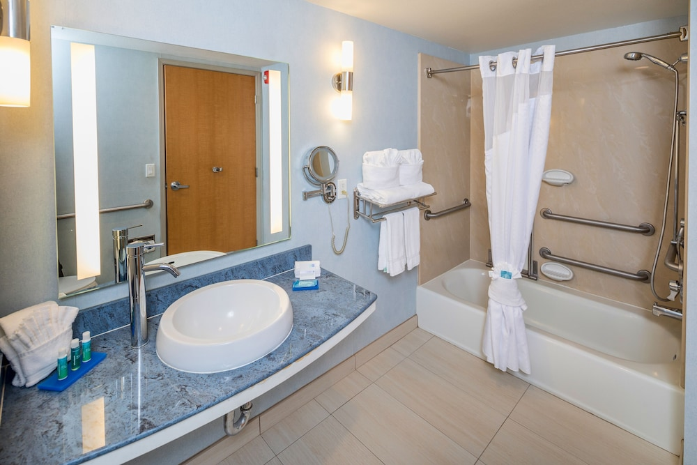 Bathroom, Holiday Inn Express and Suites Modesto, an IHG Hotel