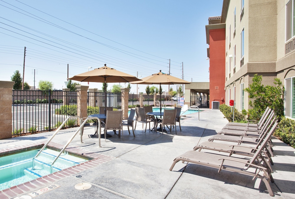 BBQ/Picnic Area, Holiday Inn Express and Suites Modesto, an IHG Hotel