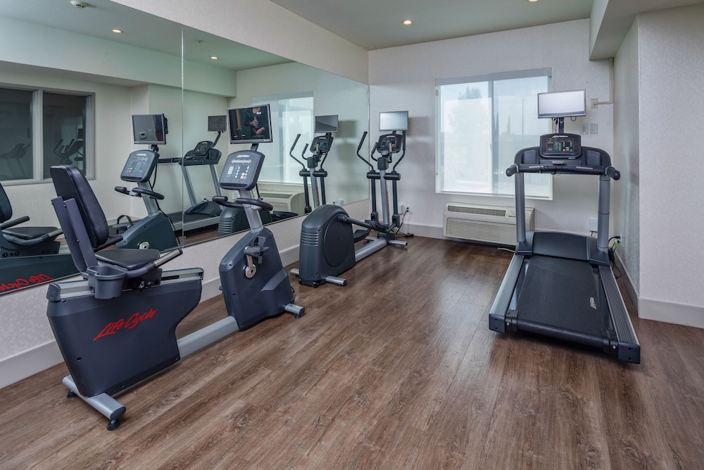 Fitness Facility, Holiday Inn Express and Suites Modesto, an IHG Hotel