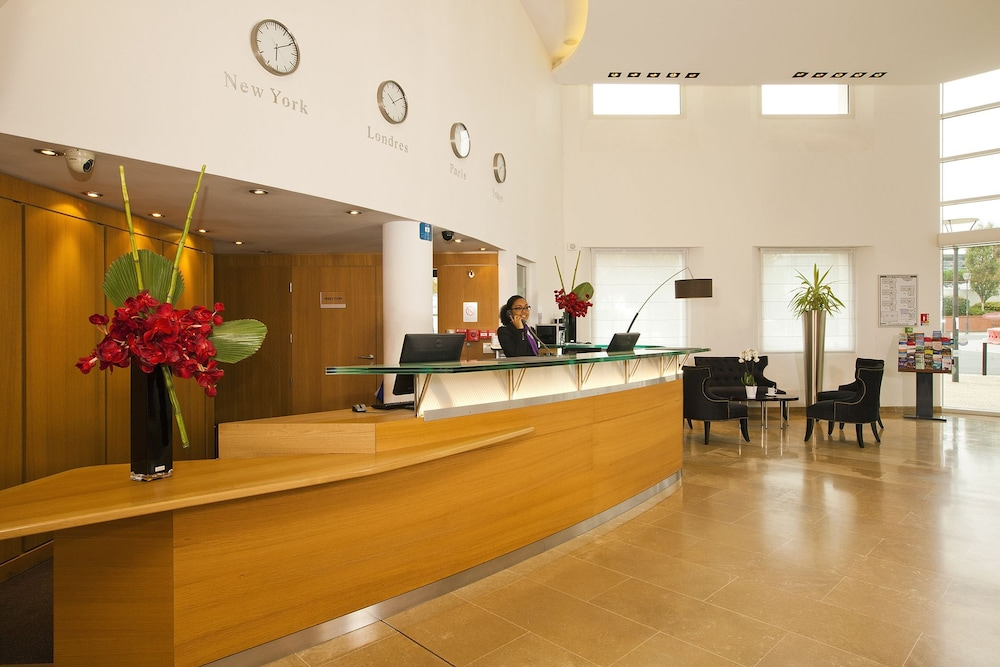 Residhome appart hotel paris massy in massy hotel rates for Appart hotel france