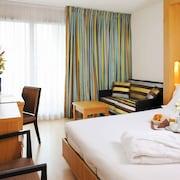 residhome appart hotel paris massy massy fra. Black Bedroom Furniture Sets. Home Design Ideas