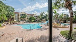 4 outdoor pools, pool umbrellas, sun loungers
