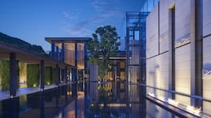 Indoor pool, 3 outdoor pools, pool loungers