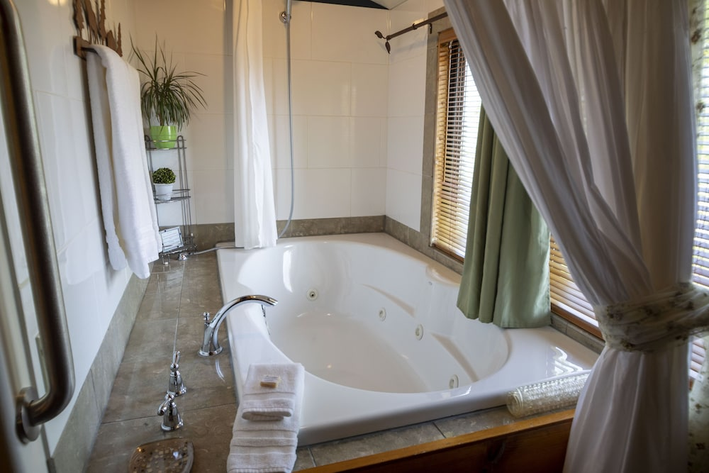 Jetted Tub, Snowberry Inn Bed & Breakfast