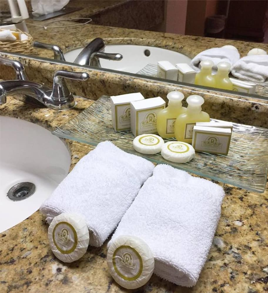 Bathroom Amenities, Hotel Quinta Real