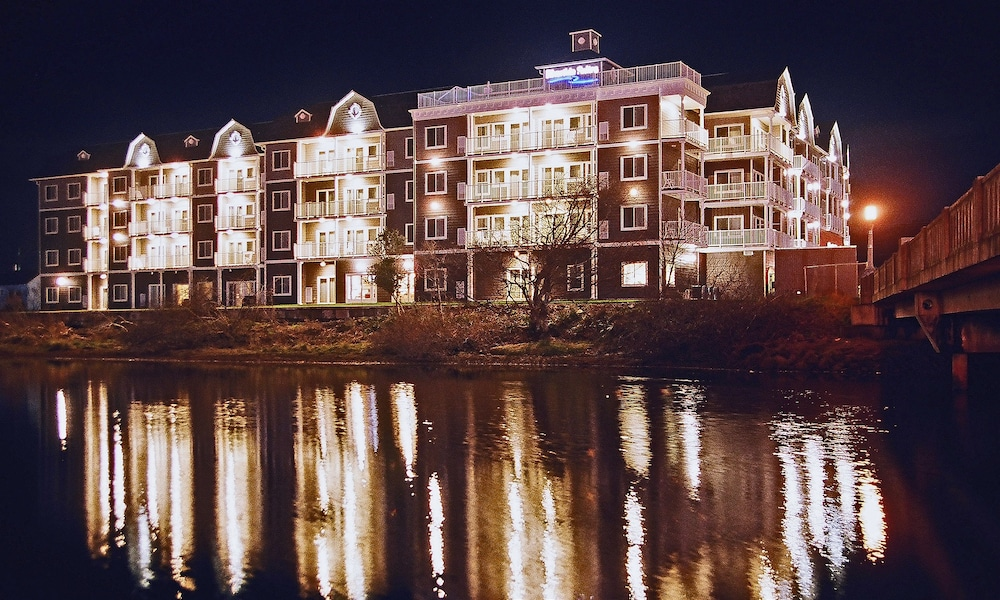 Front of Property - Evening/Night, Rivertide Suites Hotel