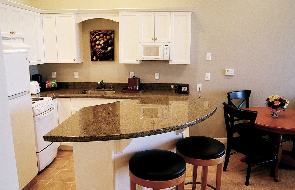 Private Kitchen, Rivertide Suites Hotel