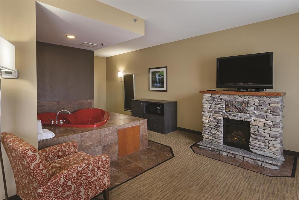 book la quinta inn suites boone boone hotel deals. Black Bedroom Furniture Sets. Home Design Ideas