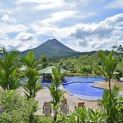 Arenal Manoa & Hot Springs Resort