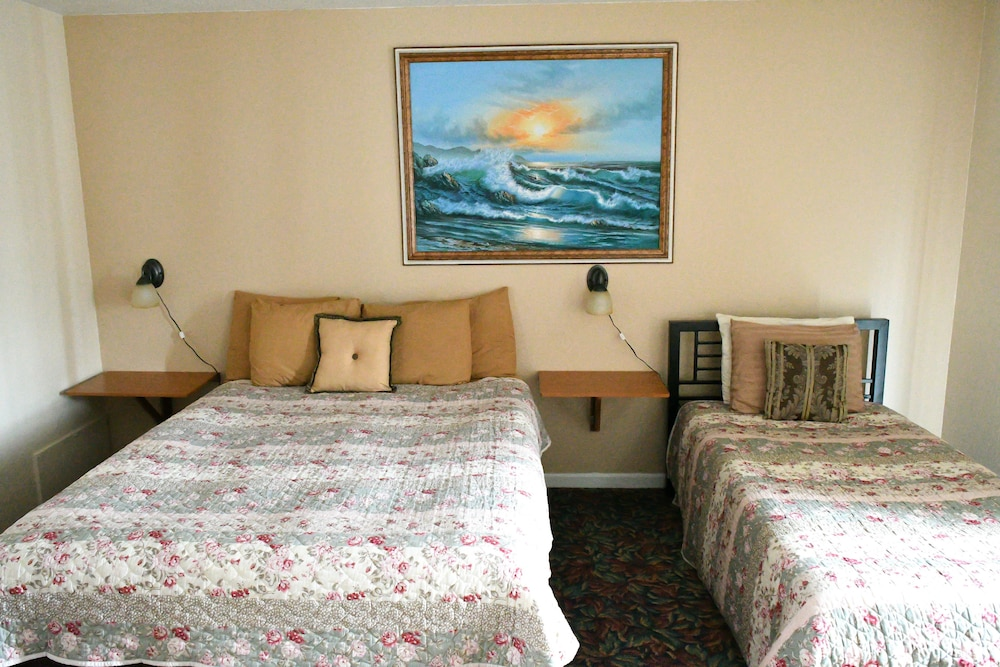 Room, Depoe Bay Inn - Adults Only