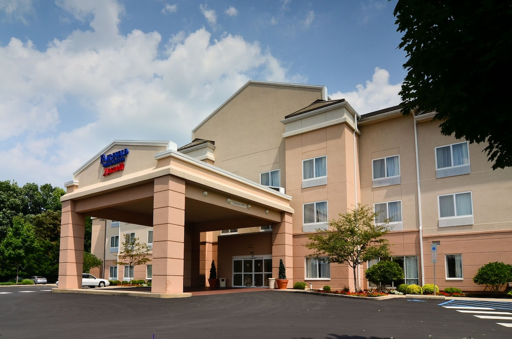 Front of Property, Fairfield Inn & Suites by Marriott State College